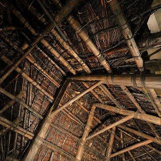 茅葺(かやぶき)の屋根